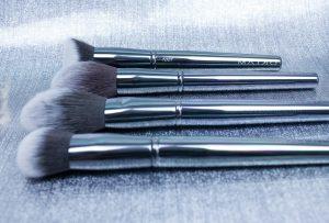 Maiko-brochas-luxury-grey-monica-vizuete-onlinecosmeticos